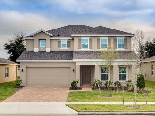 This new 5 br Orlando vacation rental is convenient to the Orlando attractions and major golf courses. - Orlando vacation rentals