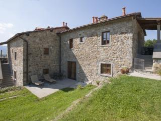 Appartamento Trilocale con piscina Gli Orzali - Firenzuola vacation rentals