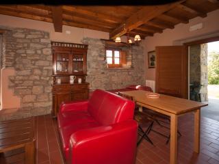 Appartamento Bilocale con piscina Gli Orzali - Firenzuola vacation rentals