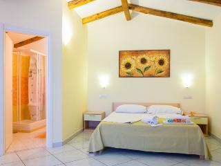Minihotel IRIS - Camera Family DE LUXE - Maiori vacation rentals