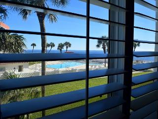 1 bed/ 1 bth Gulf Front Condo. NO Smoking NO Pets - Fort Walton Beach vacation rentals