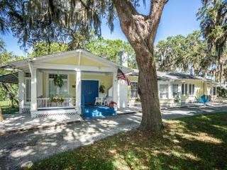 "1956 ""Old Florida"" Cottage by the Cotee - New Port Richey vacation rentals"