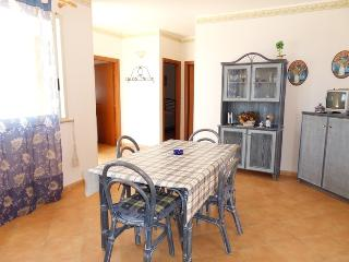 2 bedroom Condo with Housekeeping Included in Lampedusa - Lampedusa vacation rentals