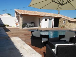 La Goutte d'O - Maison de charme avec piscine - Saint-Georges d'Oleron vacation rentals