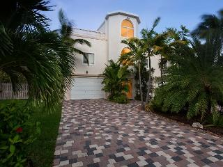 Lovely home on beautiful Coco Plum with 100' of deep water dockage! - Marathon vacation rentals