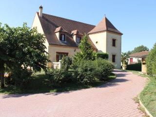 Villa clôturée avec piscine à 8 mns de Sarlat - Marcillac-Saint-Quentin vacation rentals