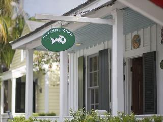 Potter`s Cottage: Sleeps 5, Walk to the Beach & Nightlife, Private Dip Pool! - Key West vacation rentals
