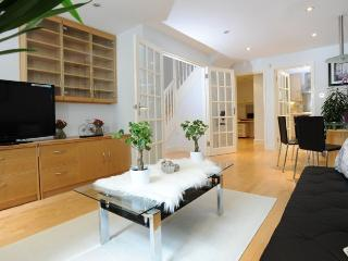SPACIOUS 3 BED 2 BATH HOUSE IN LITTLE VENICE - London vacation rentals