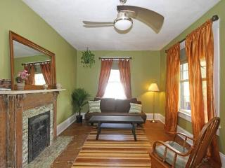 5 Points Bungalow~2bdrm/1bth/5-10 min walk to town - Asheville vacation rentals