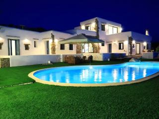 VILLABEAT  |  Villa Philomela - Parikia vacation rentals