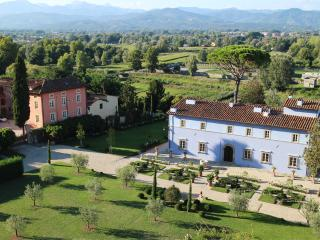 Stunning Tuscan Villa and Spa in hills near Lucca - Lucca vacation rentals