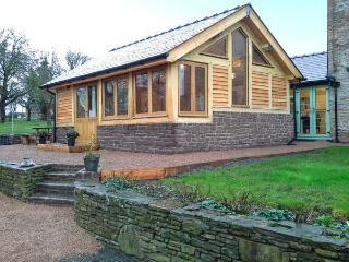 STONE COTTAGE, WiFi, enclosed garden with furniture, Ref 904161 - Shobdon vacation rentals