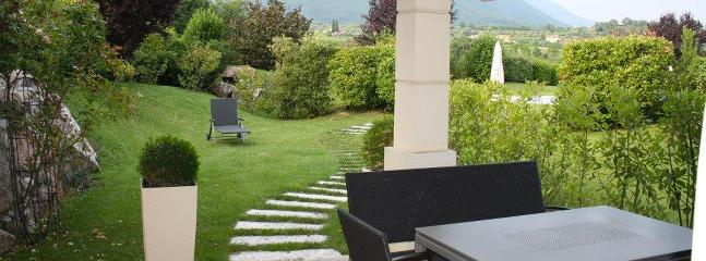 Bright House with Dishwasher and Housekeeping Included - Marciaga di Costermano vacation rentals