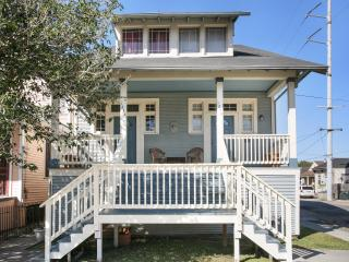 Huge Renovated House, Oak Street, Jacque-imo's - New Orleans vacation rentals