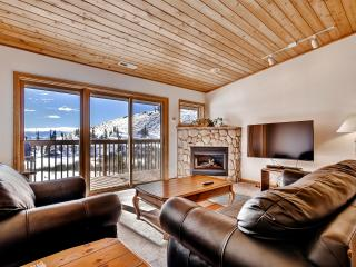 Beautiful 2BR Grand Lake Condo w/Wifi, Gas Fireplace, Huge Private Deck & Panoramic Views - Easy Access to Skiing, Hiking, Lake Granby & Rocky Mountain Nat'l Park! - Grand Lake vacation rentals