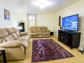 "Cozy Modern Apartment - WiFi, 55"" TV, Netflix, XBOX, Washer/Dryer, Keyless Entry - Salt Lake City vacation rentals"