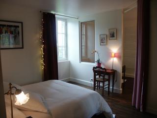 La Bonneterie. Chambre Romantique - Montaigut-le-Blanc vacation rentals
