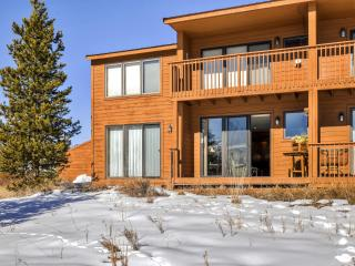 Blissful 2BR Grand Lake Condo w/Wifi, Private Deck & Sweeping Views of the Continental Divide & Lake Granby - Near Skiing, Hiking, Snowmobiling & Rocky Mountain Nat'l Park! - Grand Lake vacation rentals