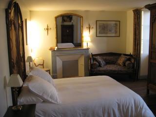 La Bonneterie.Chambre Neo Classique - Montaigut-le-Blanc vacation rentals
