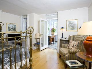 LUXURY AND SPACIOUS 2 BED 2 BATH IN ST.JOHN'S WOOD - London vacation rentals