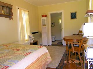 Cozy 1 bedroom Bungalow in Comfort - Comfort vacation rentals