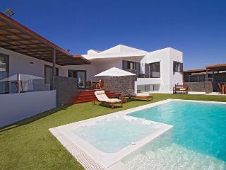 Comfortable 4 bedroom Villa in Puerto Calero - Puerto Calero vacation rentals