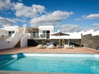 Comfortable 2 bedroom Villa in Puerto Del Carmen with Internet Access - Puerto Del Carmen vacation rentals