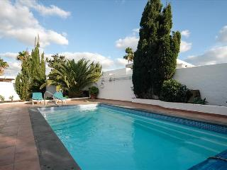 Nice 3 bedroom Puerto Del Carmen Villa with Internet Access - Puerto Del Carmen vacation rentals