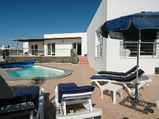 Comfortable 3 bedroom Puerto Del Carmen Villa with Internet Access - Puerto Del Carmen vacation rentals
