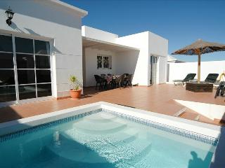 Comfortable 3 bedroom Costa Teguise Villa with Internet Access - Costa Teguise vacation rentals