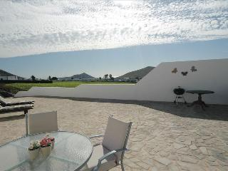 2 bedroom Bungalow with Hot Tub in Teguise - Teguise vacation rentals