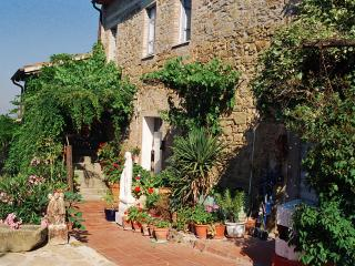 La Nostalgia: 2 bedroom apartment, Lake Trasimeno - Passignano Sul Trasimeno vacation rentals