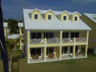 3 Bedroom 3 bath luxury Apartment. Sleeps 6 - Treasure Cay vacation rentals