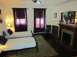 Urban Sanctuary Double Twin with sleeper sofa - New York City vacation rentals
