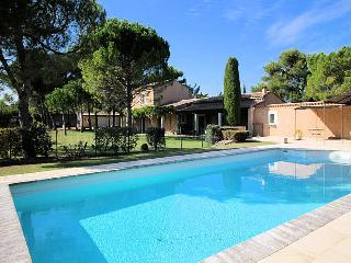 St-Rémy-de-Provence, high level standing farmhouse 10p. private pool - Saint-Remy-de-Provence vacation rentals