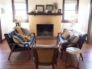 Midcentury Modern meets Traditional - Knoxville vacation rentals