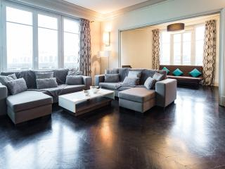 245m2✯CHAMPS-ELYSEES✯FAMILY&GROUP   - Paris vacation rentals