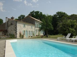 Nice House with Internet Access and Shared Outdoor Pool - Retaud vacation rentals