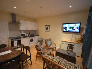Lovely Four bedroom flat w12 Askew - London vacation rentals