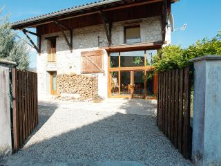 3 bedroom House with Internet Access in Saint-Etienne-de-Crossey - Saint-Etienne-de-Crossey vacation rentals