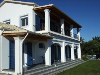 Villa with pool in quiet location yet beach near - Roda vacation rentals