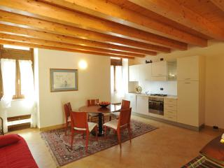 "Charming apartment ""Mandarino"" - Pesina vacation rentals"