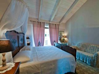 """Casa Nalin, appartamento """"La Lesà"""" - La Morra vacation rentals"""