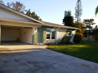 TROPICCAL, 3 min from gulf beaches!! - Bradenton vacation rentals