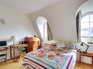 Charming One Bedroom Rue du Four - Paris vacation rentals