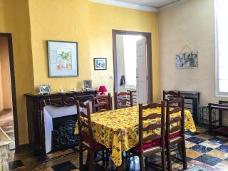 Perfect Condo with Television and DVD Player - L'Isle-sur-la-Sorgue vacation rentals
