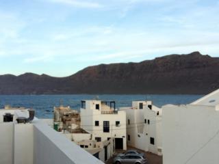 Famara apartment with huge terrace - Caleta de Famara vacation rentals