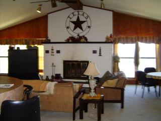 5 Bed,5 Bath,Lakeside, Launchramp,Dock & Boathouse - Mabank vacation rentals