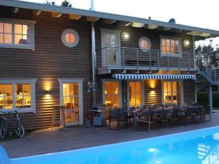 Traum Villa mit beheiztem Pool 28° - Sauna - Petershagen b Fredersdorf b Berlin vacation rentals