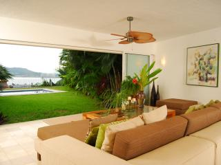 Comfortable 3 bedroom Condo in Ixtapa - Ixtapa vacation rentals